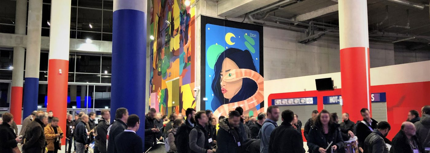 Photo - Organisation & Accompagnement exposition tableaux colorés